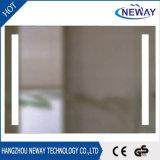 Neuer an der Wand befestigter heller silberner Badezimmer-Spiegel LED