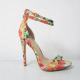 2017 nuovi pattini del sandalo dell'alto tallone della signora Fashion di disegno con la stampa floreale