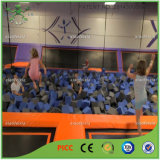 Equipamento interno do parque do Trampoline dos bons miúdos
