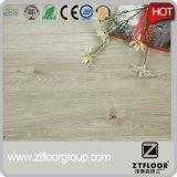 Suelo plástico del PVC del laminado de madera de la mirada hecho en China