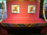 Cabina di carnevale dei giochi del parco di divertimenti di pallacanestro