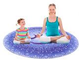 Mandala de OM impresa alrededor de la estera circular de la meditación de la estera de la yoga