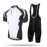 Competindo a bicicleta que dá um ciclo a luva curta Jersey e as calças ajustadas