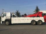 Wrecker do caminhão com guindaste