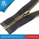 Dentes brilhantes do ouro do Zipper do metal do ouro