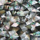 Schwarzes Lippenmopp-Shell-unregelmäßige Dreieck-Mosaik-Fliese