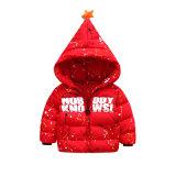 크리스마스를 위한 겨울에 의하여 덧대지는 재킷을 입어 아이들