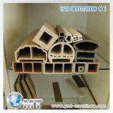 Producción plástica compuesta plástica de madera al aire libre del PVC que saca haciendo la máquina