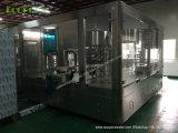 一体鋳造のびん詰めにする機械31の5Lによってびん詰めにされる水充填機/