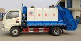 Dongfeng 4X2 4500 Kgのコンパクターのごみ収集車4.5のM3屑の圧縮機械のトラック