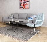 거실에 있는 가정 가구 직물 팔걸이 의자