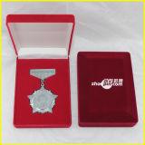 De rode Rechthoekige Doos van de Medaille van het Fluweel
