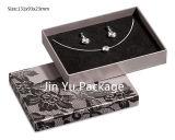 Piel-Tocar el rectángulo de empaquetado de papel para la joyería con insignia modificada para requisitos particulares