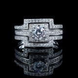 Manera tres de las mujeres en un anillo de la plata esterlina