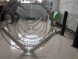 고품질 콘서티나 면도칼날 철사 세겹 코일에 의하여 직류 전기를 통하는 안전한 가시철사 담