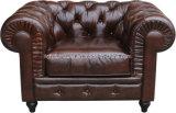 Sofá clássico de Chesterfield do couro do vintage