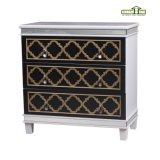 Una cassa di legno della mobilia del salone dei portelli del cassetto due in crema bianca
