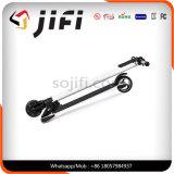 Individu de deux roues équilibrant le scooter électrique, scooter de coup-de-pied. Scooter électrique de coup-de-pied