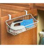 Sobre la cesta del almacenaje del cuarto de baño de la cocina de la cabina