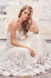 La robe de mariage classique de simplicité avec des boutons avalent le dos