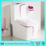 Toalete de uma peça só cerâmico da cor vermelha de Rosa do banheiro