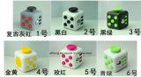 多彩な落着きのなさの立方体ビニールの机のおもちゃの反過敏症マジック立方体