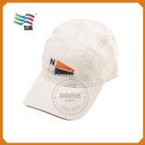 デザインによって刺繍されるカスタム野球帽
