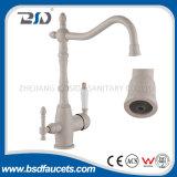 Miscelatore a tre vie spazzolato moderno del rubinetto della cucina del becco della parte girevole del nichel
