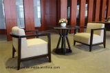 机および2脚の椅子のテラスの家具を交渉しなさい