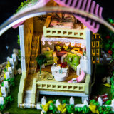 Nuevos Dollhouse de madera hermoso hecho a mano del juguete DIY de las llegadas 2017 con el mejor regalo de cumpleaños de la bola de cristal