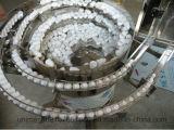 Gota de ojo del E-Líquido que llena tapando la máquina que capsula