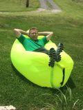 Mettere il tipo a sedere il sacco a pelo Laybag di nuoto di campeggio di viaggio gonfiabile della banana del sofà dell'aria del sacchetto di fagiolo