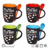 Taza de café clásica con la cuchara