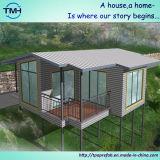 Casa pre fabricada com elevação na área da selva