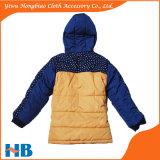 男の子のコートのための少しの子供の方法コート