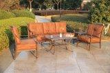 Klassisches Garten-Schwätzchen-Sofa-gesetzte im Freiengarten-Möbel