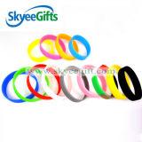 Braccialetti poco costosi del silicone di vendita calda della molla di contrasto di colore per la gioventù