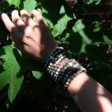 Ihren Schwerpunkt finden das wilde Lokai Armband