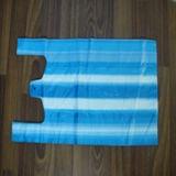 Sac rayé bleu en plastique de T-shirt de HDPE