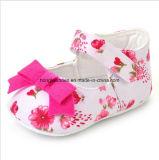 Zapatos de las telas de materia textil para los niños