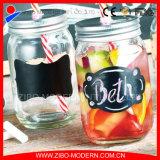 La bevanda all'ingrosso del ghiaccio stona il muratore di vetro con la lavagna e le paglie