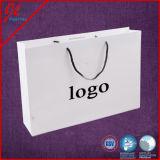 Modèle d'empaquetage au détail mat noir de luxe de sac de papier d'impression faite sur commande moyenne de clients de sac de modèle d'amour de Bloomin