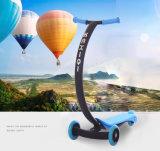 Езда самоката малышей Китая на трицикле самоката пинком ноги детей автомобиля