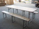 Tabela e banco de madeira baratos da cerveja para o arrendamento