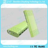 11000mAh 4 USBの緊急のトーチ(ZYF8081)が付いているポートの外部電池バンク