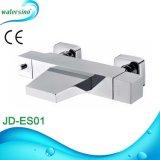 Il Ce quadrato ha approvato il rubinetto del miscelatore del bagno montato superficie