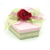 Propriétaire estampé de la caisse d'emballage de papier hexagonale de cadeau de fleur
