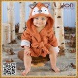귀여운 동물성 두건이 있는 아기 수건