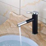 Escoger la cubierta de cobre amarillo del mezclador del grifo del lavabo de la maneta montada