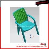Modelagem por injeção plástica da cadeira do braço do sofá com a inserção três traseira